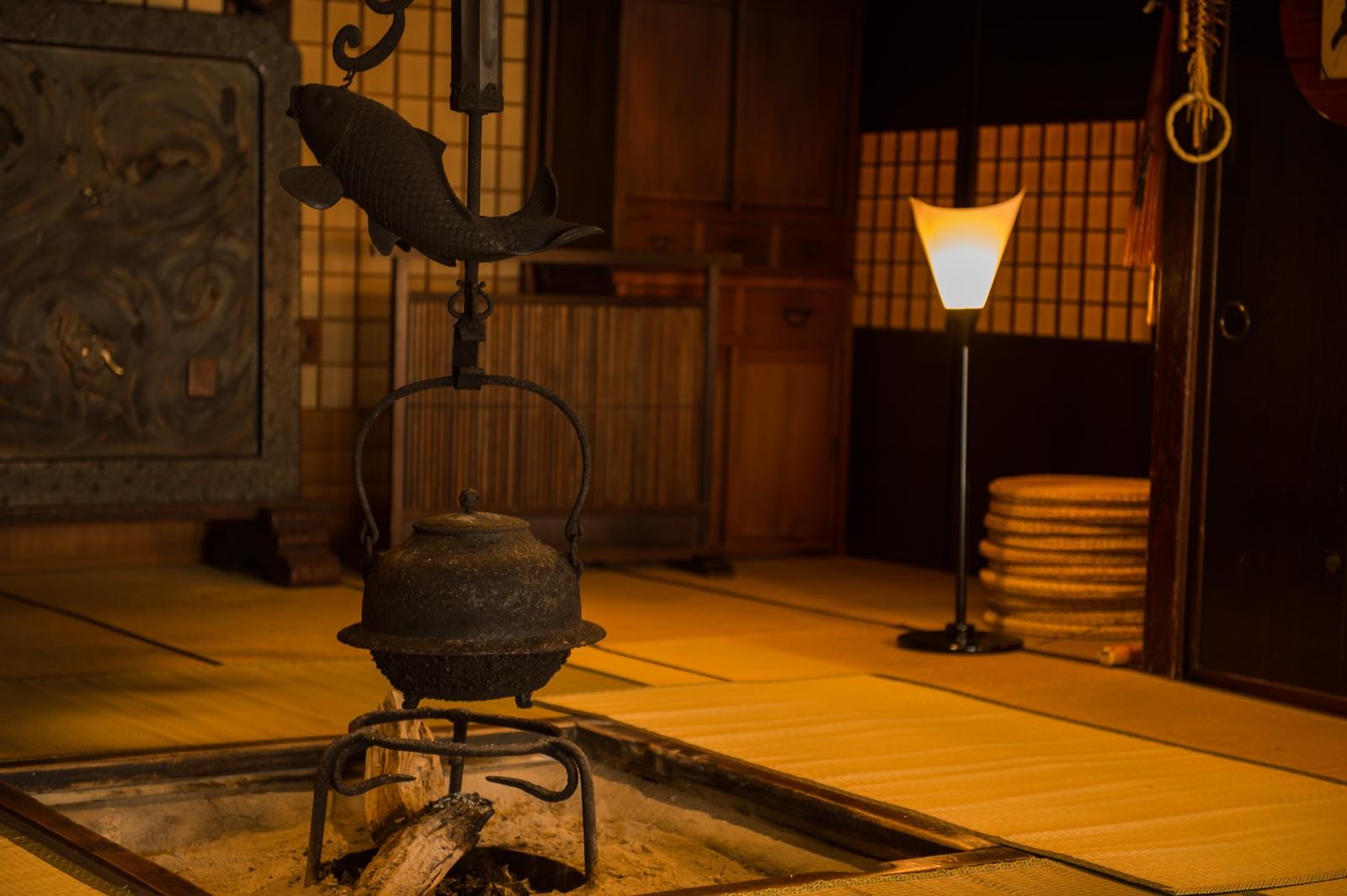「純日本を味わえる老舗宿平湯館の旧館純日本を味わえる老舗宿平湯館の旧館」のフリー写真素材を拡大