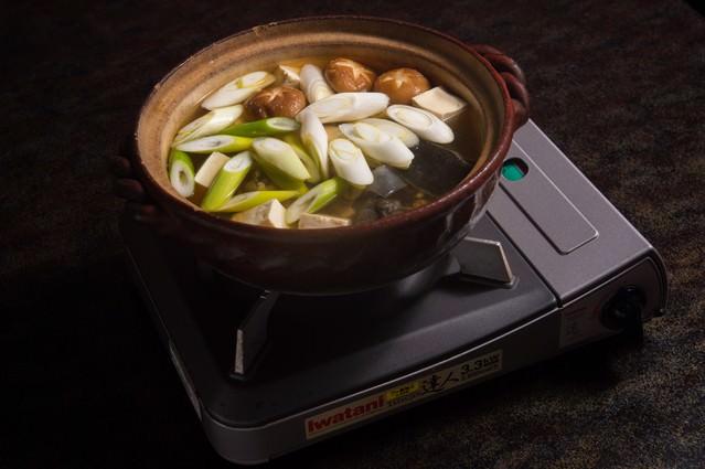 活きのよいスッポンを上品な和風だしで炊き上げる(提供:平湯温泉の長瀬スッポン養殖場)の写真