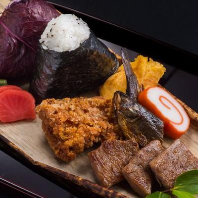 「登山者専用の栄太郎のA5ランク飛騨牛弁当おにぎり付き」の写真素材