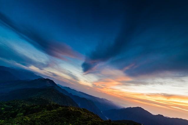 夕方の西穂山荘からの焼岳の写真