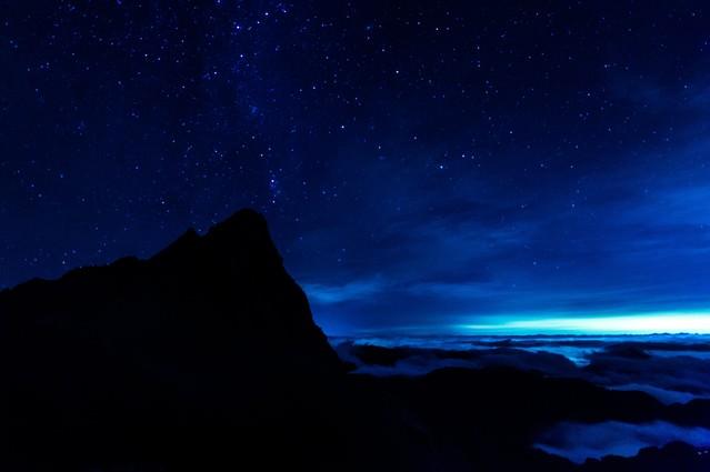槍ヶ岳からと満天の星と雲海の写真