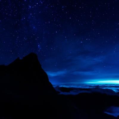 「槍ヶ岳からと満天の星と雲海」の写真素材