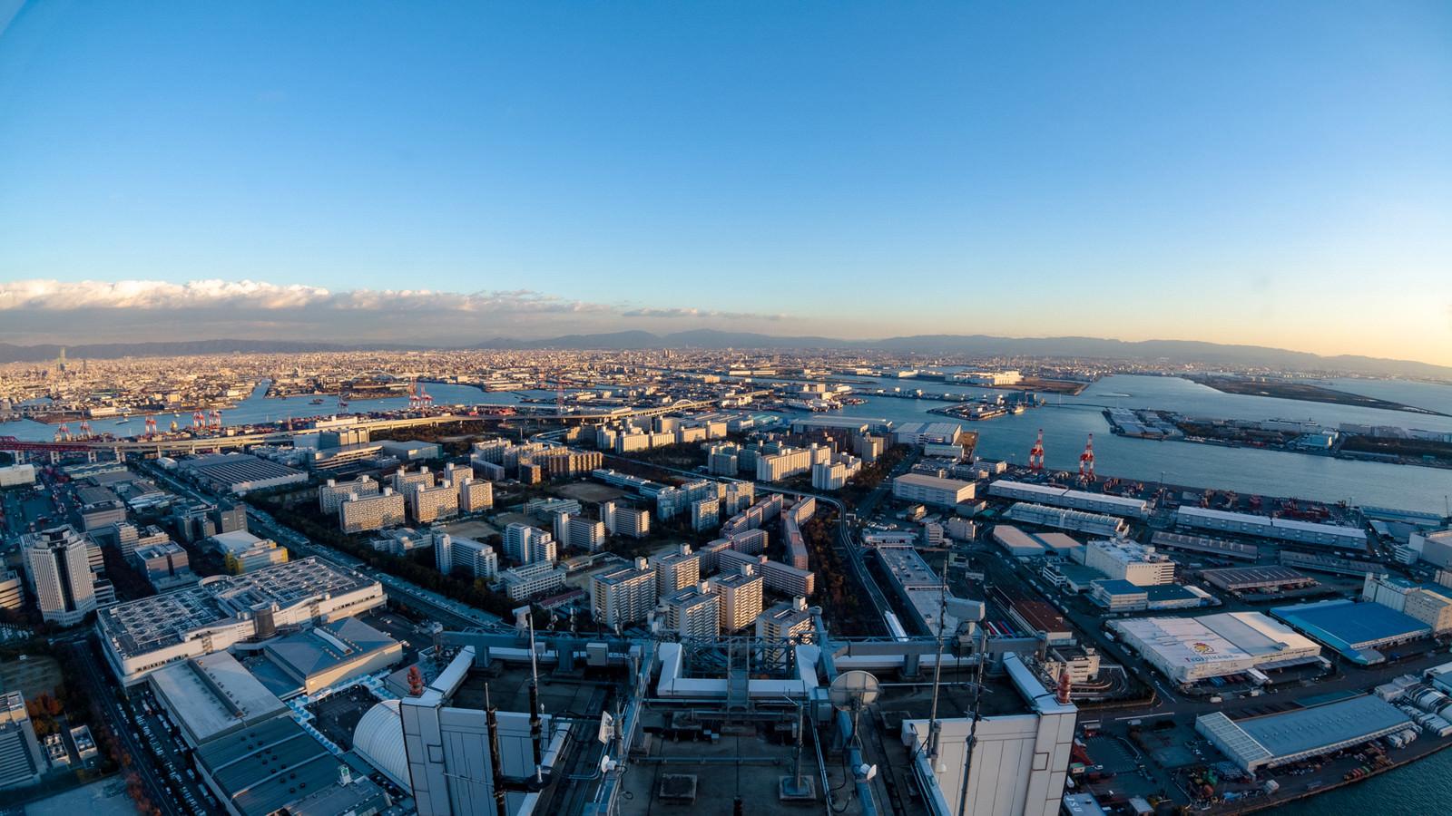 「大阪府咲洲庁舎展望台から見た街並み」の写真