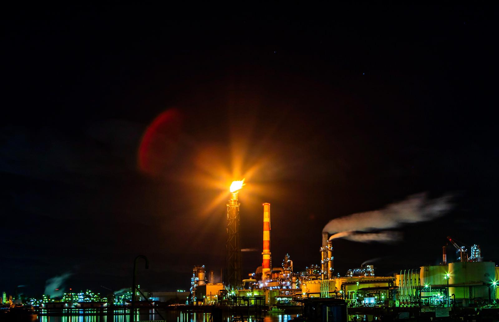 川崎工場地帯のフレアスタックの写真(画像)|フリー素材「ぱくたそ」