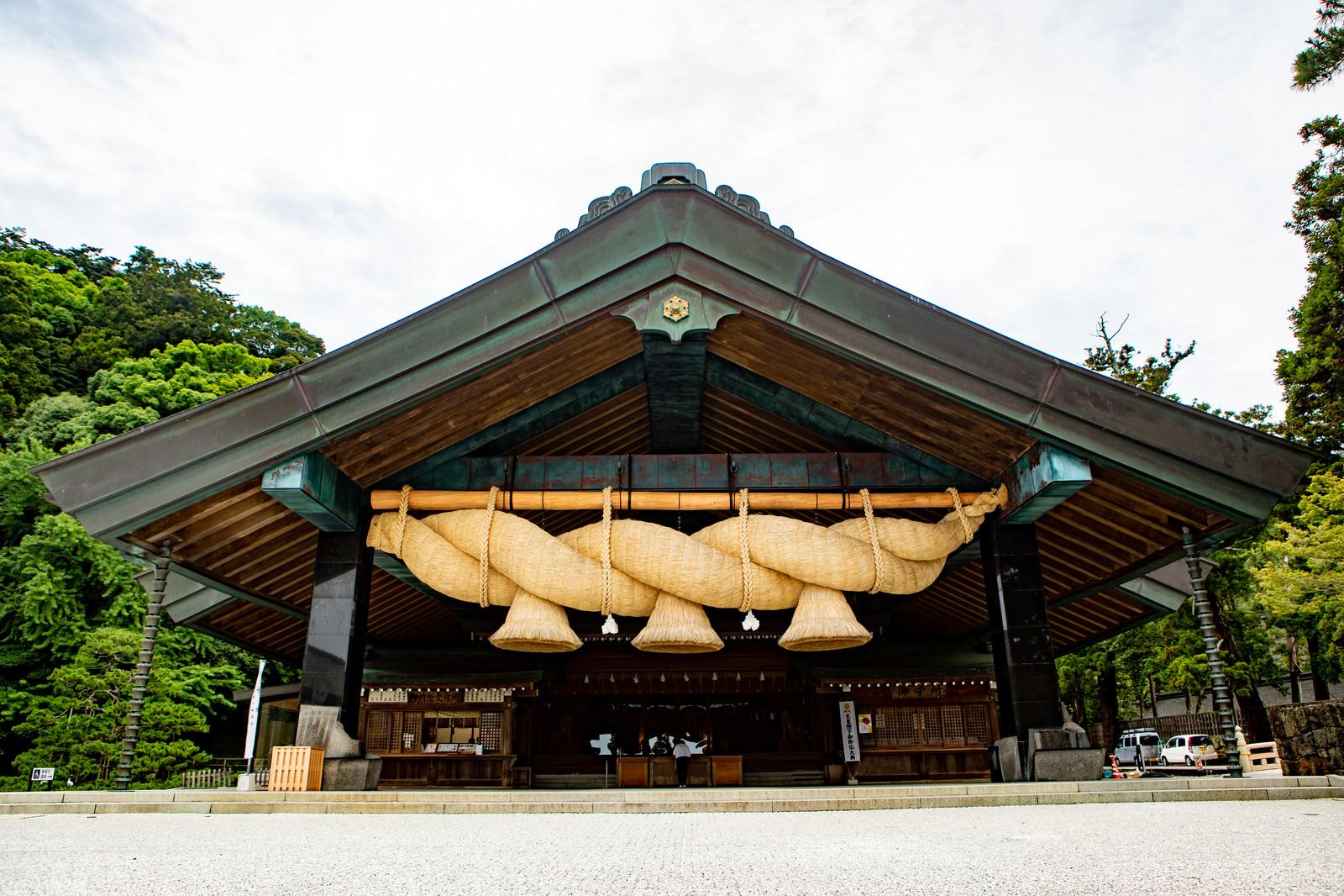 「出雲大社の神楽殿」の写真