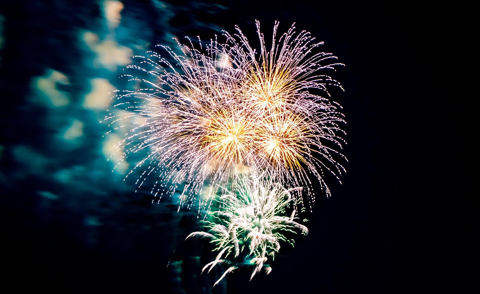 「炸裂する花火」の写真
