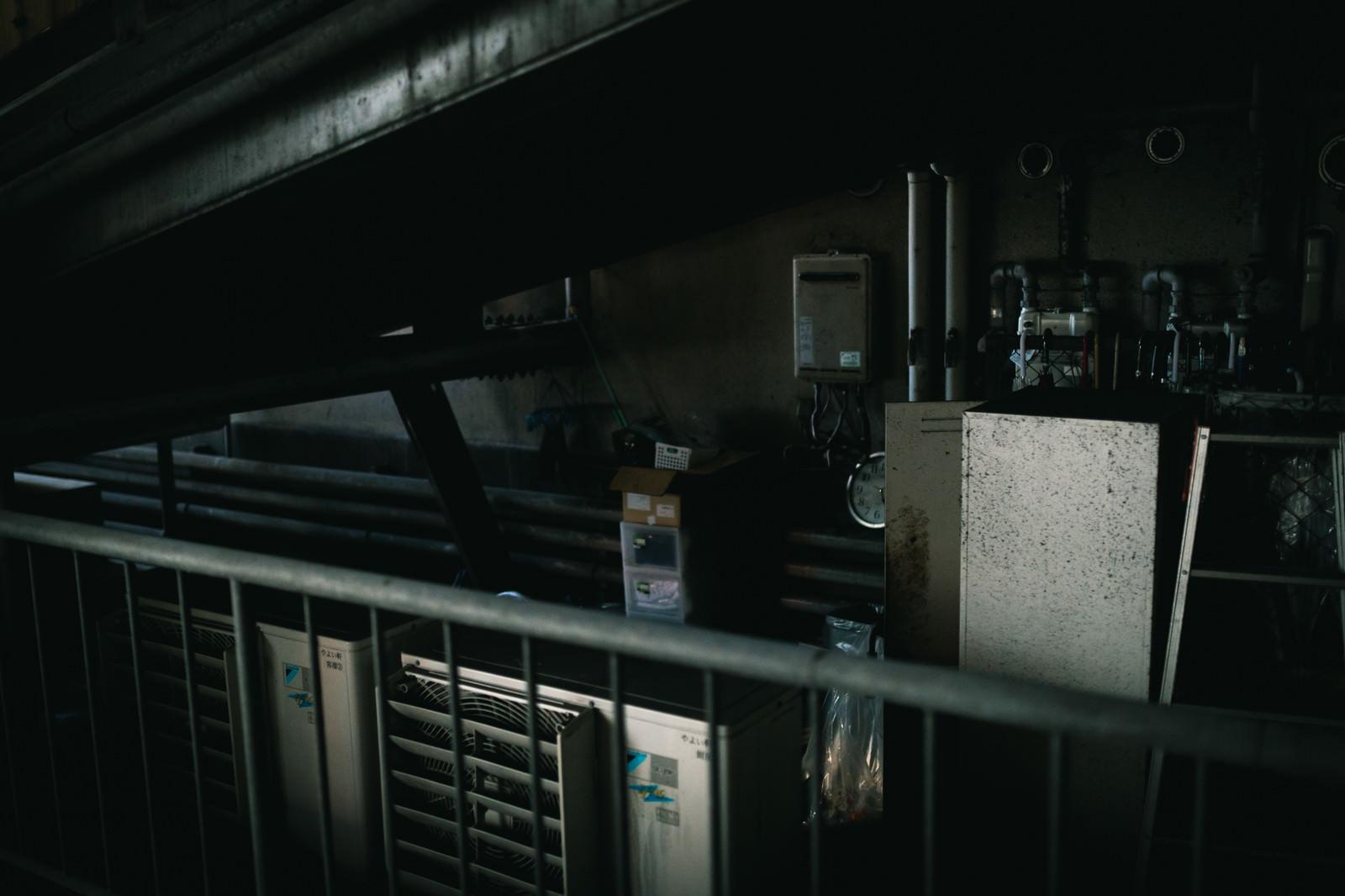 「薄汚れた不用品置き場」の写真
