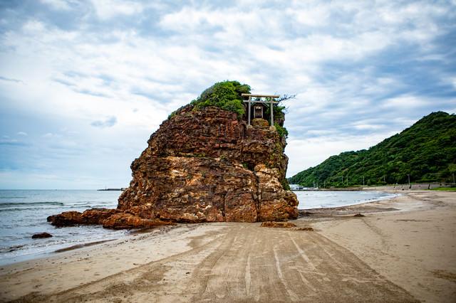 稲佐の浜にあるパワースポット(弁天島)の写真