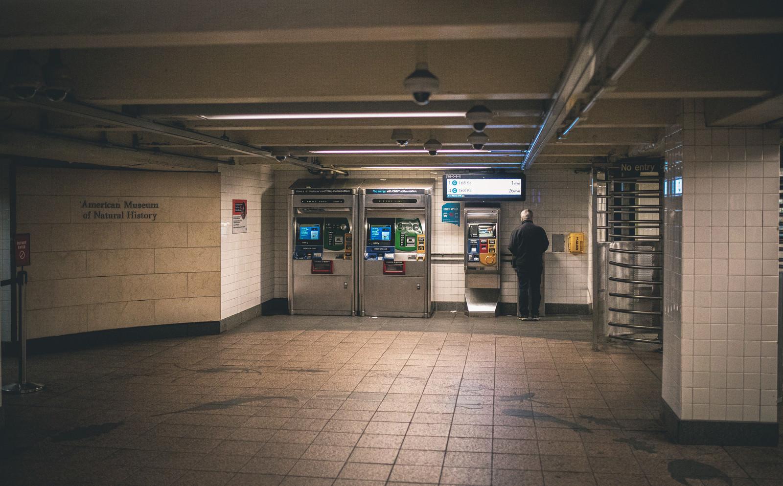 「ニューヨーク地下鉄の券売機」の写真