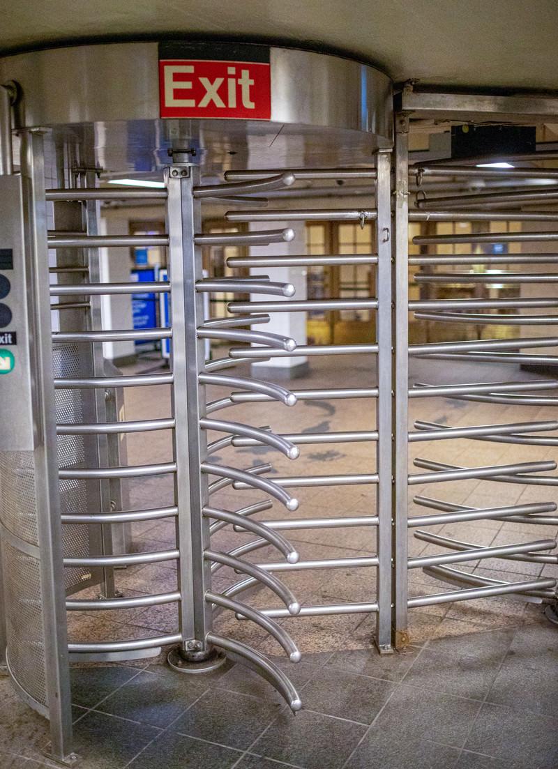 「ニューヨーク地下鉄の改札ゲート」の写真