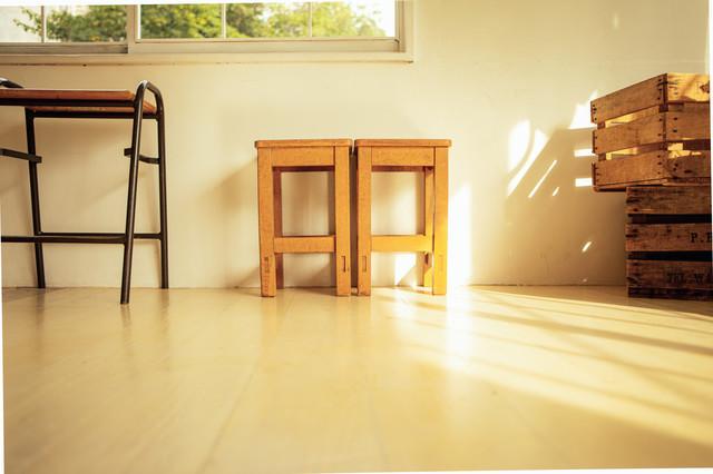 図工室の椅子の写真