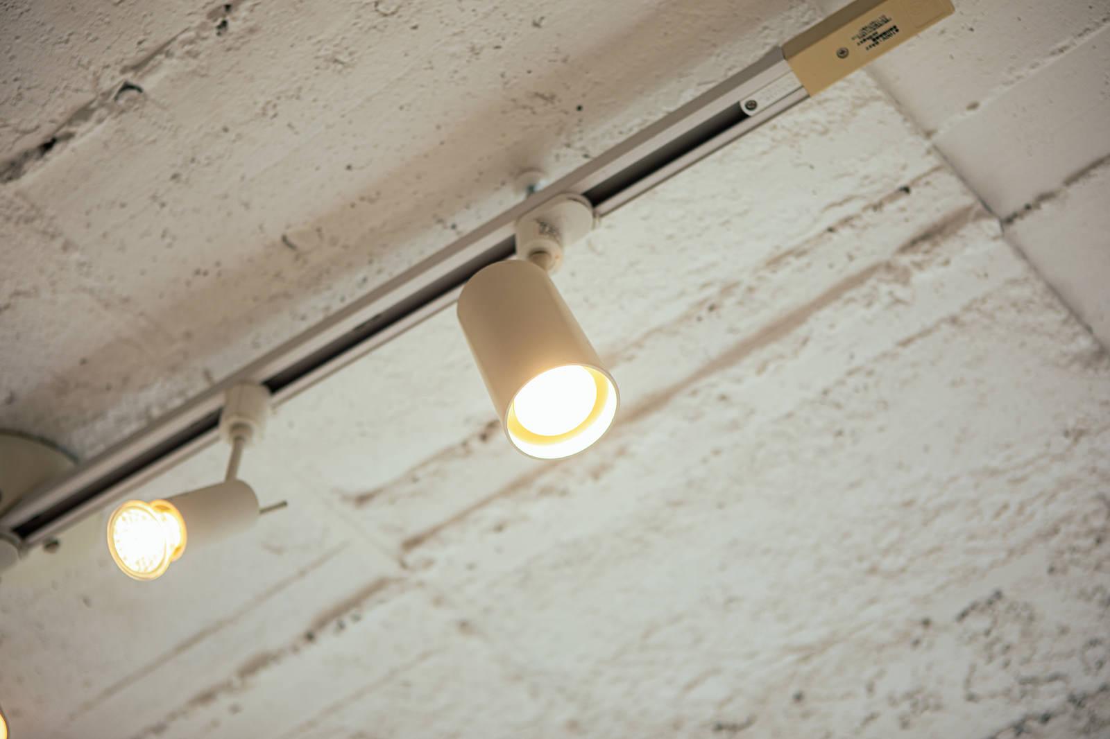 「ダウンライトを使った間接照明」の写真