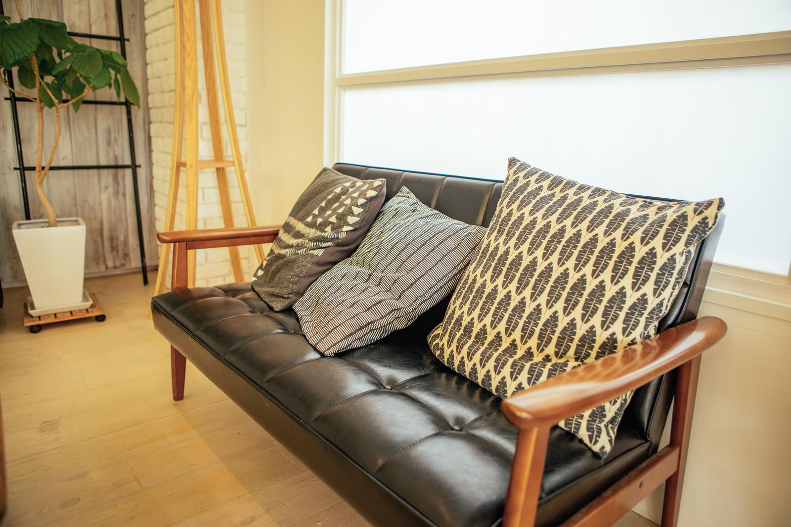 「バイキャスト加工のソファー」の写真