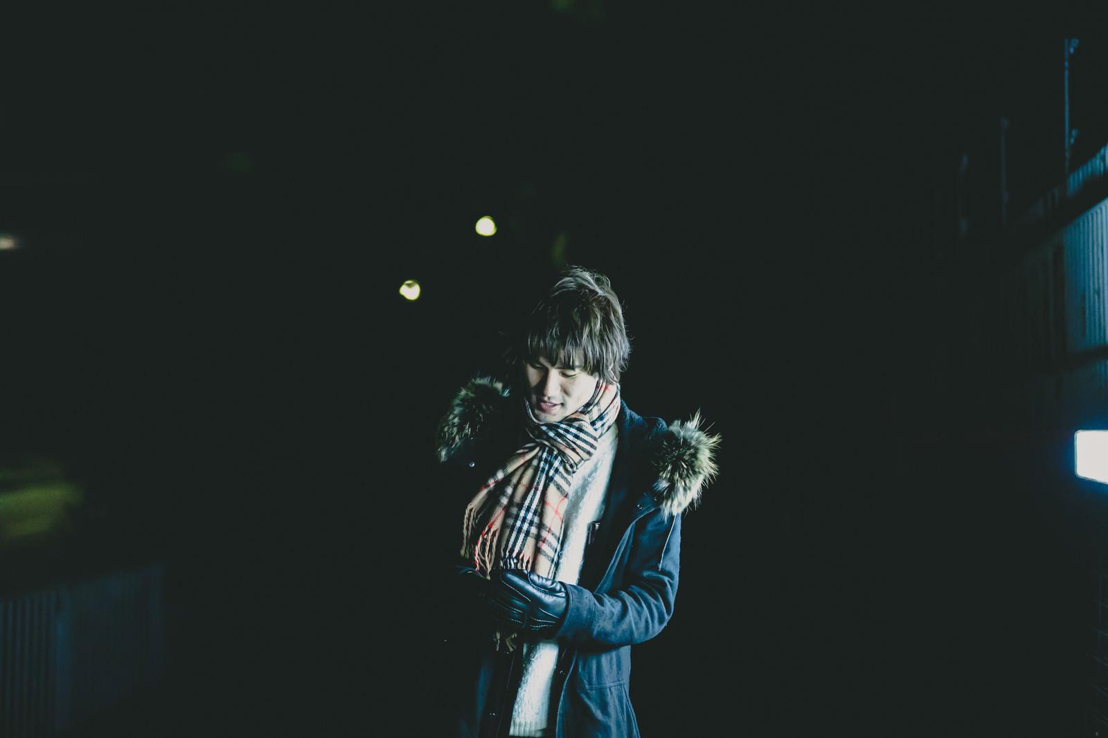 「寒い季節になりました」の写真[モデル:村田裕章]