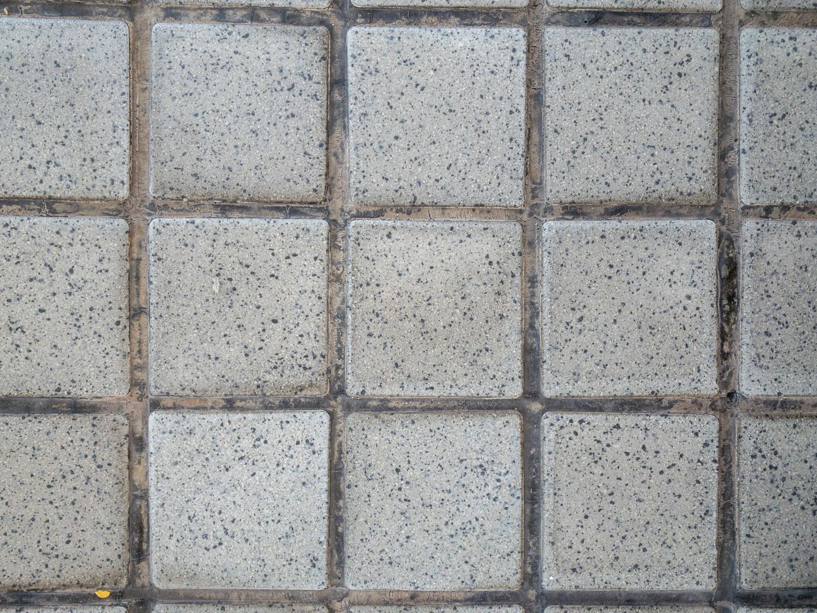 「正方形の石タイル」の写真