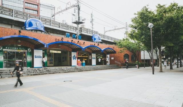 横浜の関内駅前の写真
