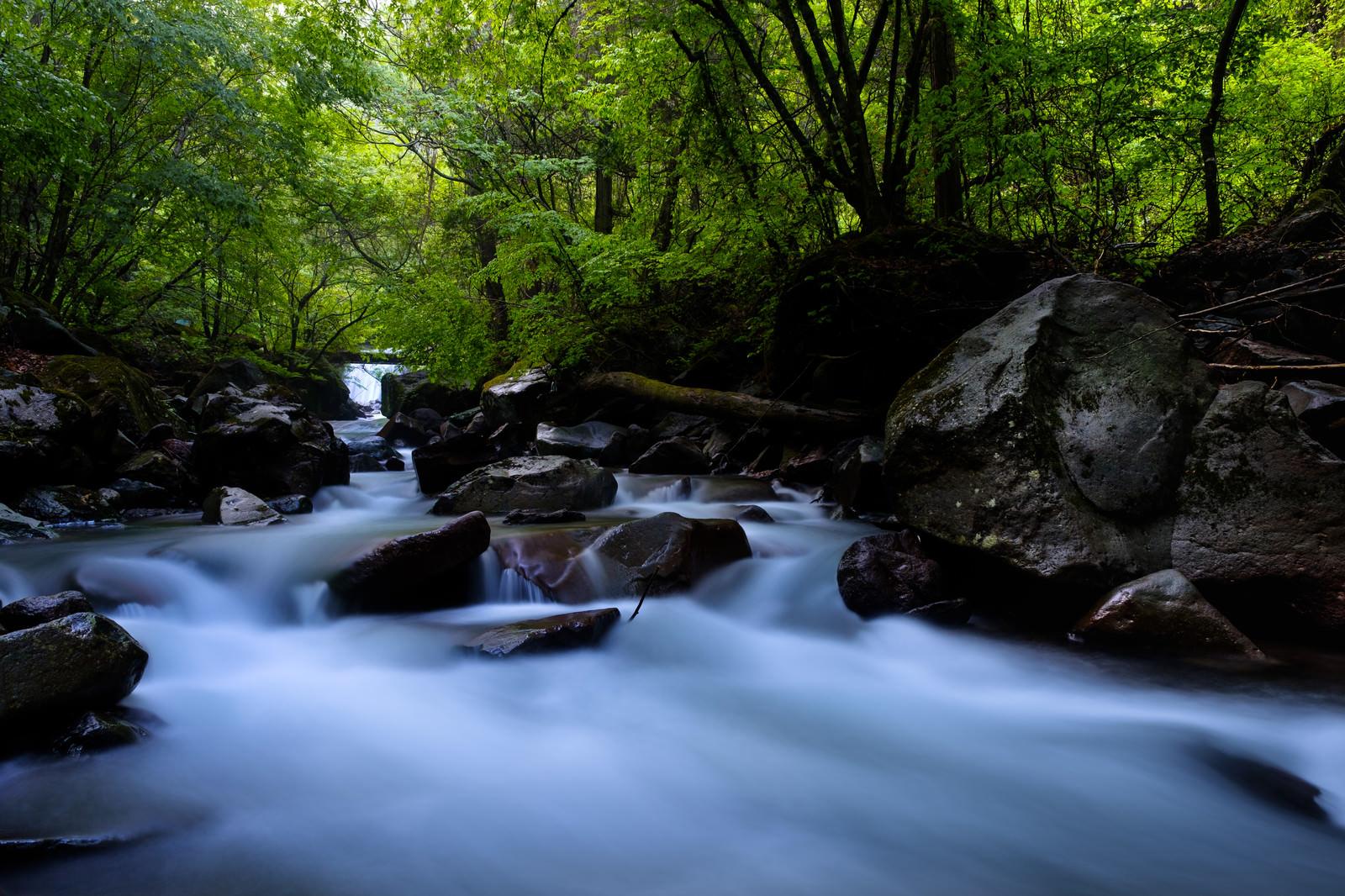 「横谷渓谷の上流 | 写真の無料素材・フリー素材 - ぱくたそ」の写真