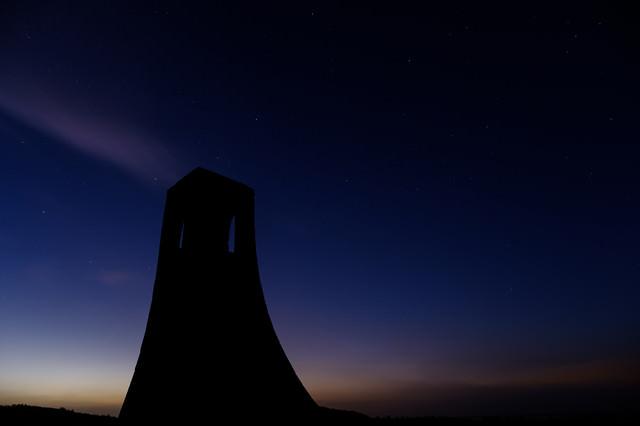 美ヶ原高原のシンボル「美しの塔」(夜景)の写真