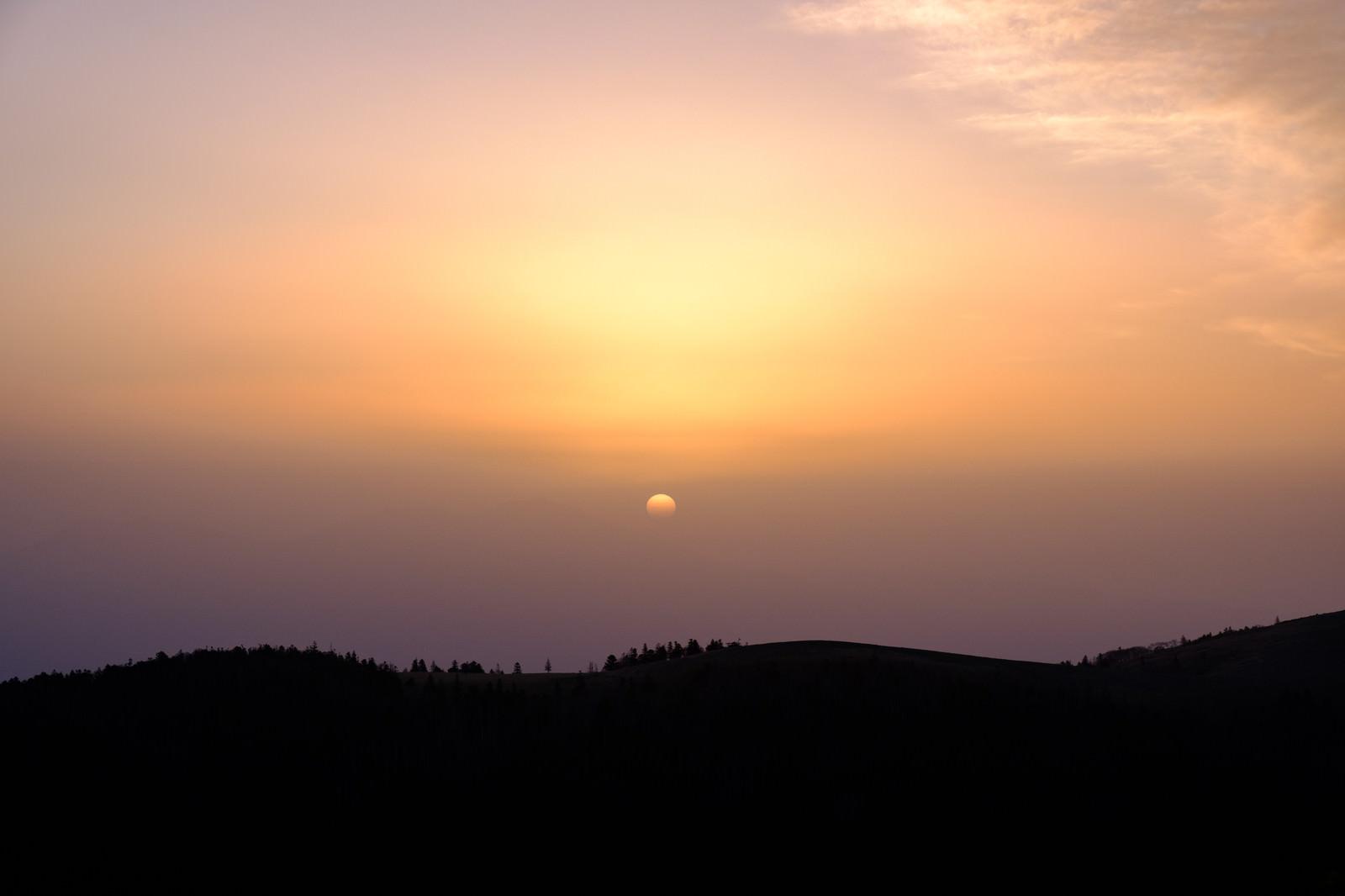 「美ヶ原高原の夕焼けシルエット」の写真