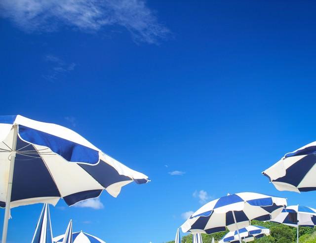 ビーチパラソルの写真