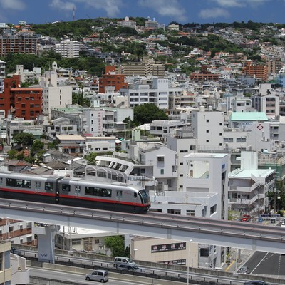 沖縄の街並みの写真