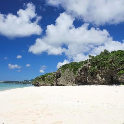「沖縄の砂浜と海」の写真素材