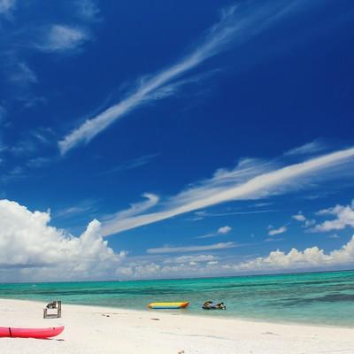 「沖縄の白い砂浜とビーチ」の写真素材