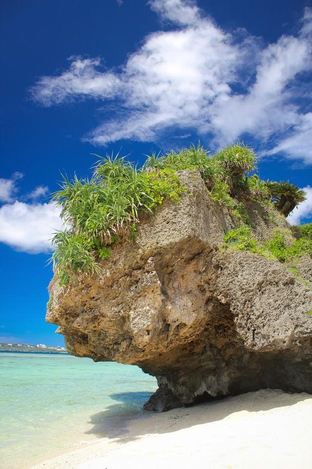 瀬底島の岩の写真