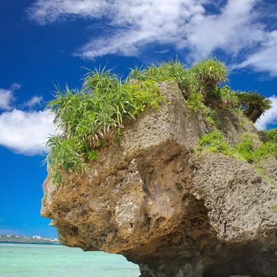 「瀬底島の岩」の写真素材