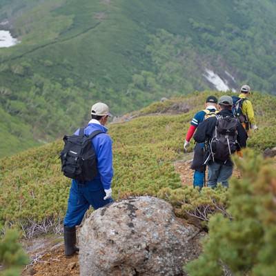 「乗鞍新登山道を歩く登山者」の写真素材