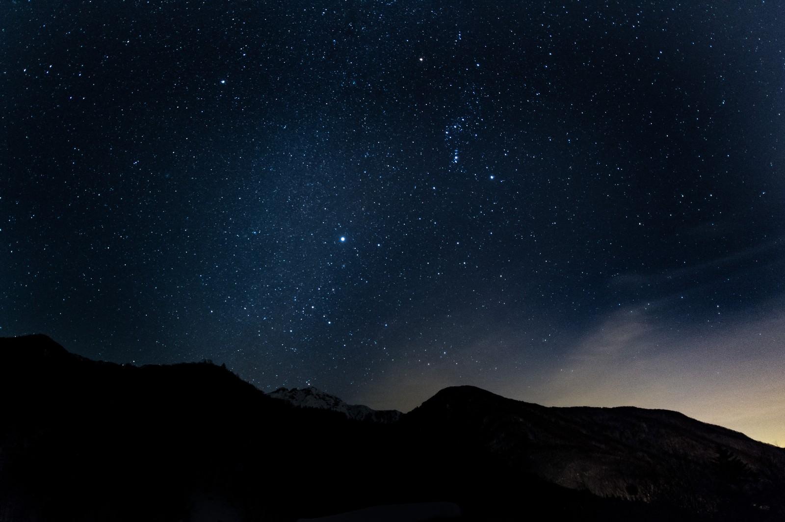 「満点の星空を眺める(北アルプス)満点の星空を眺める(北アルプス)」のフリー写真素材を拡大