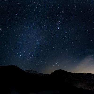 「満点の星空を眺める(北アルプス)」の写真素材