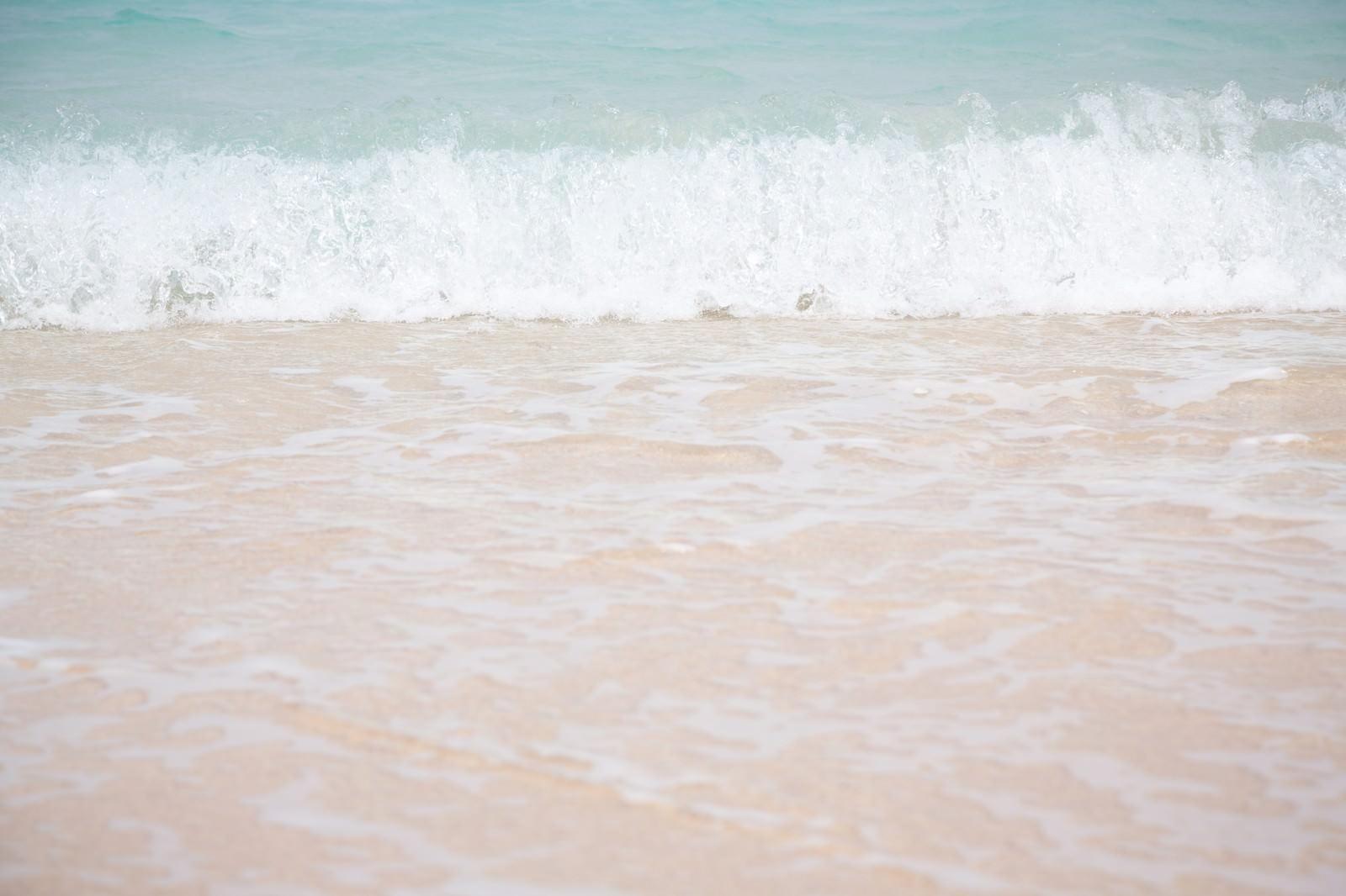 「波が打ち寄せる」の写真