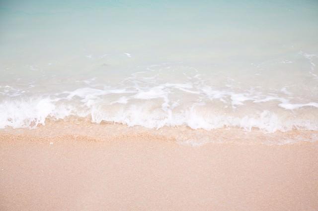 南国の海(波打ち際)の写真