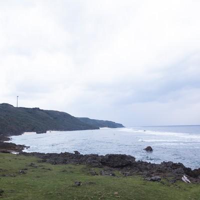 「与那国島の風力発電と岸」の写真素材