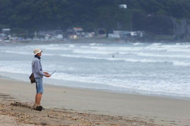 無料WiFiを探していたら砂浜に出たの写真