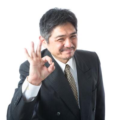 「満面の笑みでOK出しちゃう新人に優しい上司」の写真素材