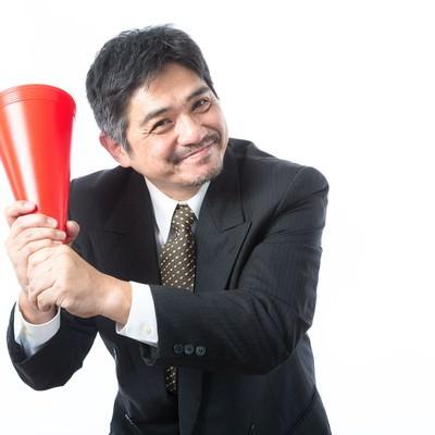 「「今夜、神宮行っちゃう?」と部下を誘う広島ファン」の写真素材