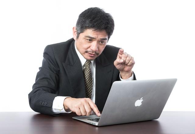キーボードの一本指打法の写真