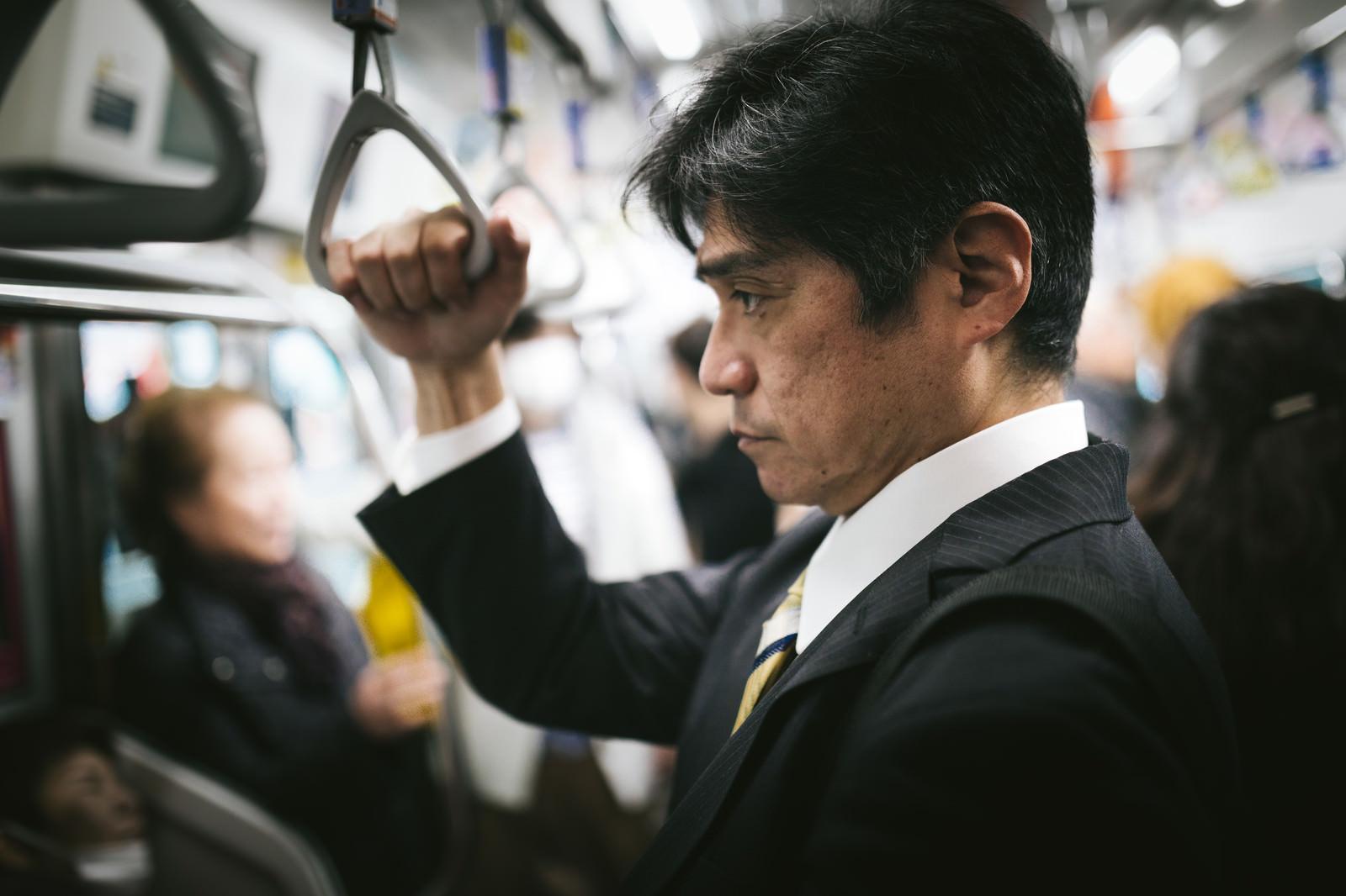 「満員電車で通勤満員電車で通勤」のフリー写真素材を拡大