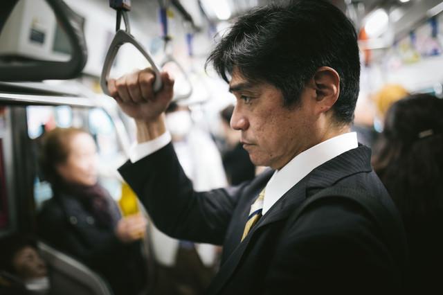 満員電車で通勤の写真