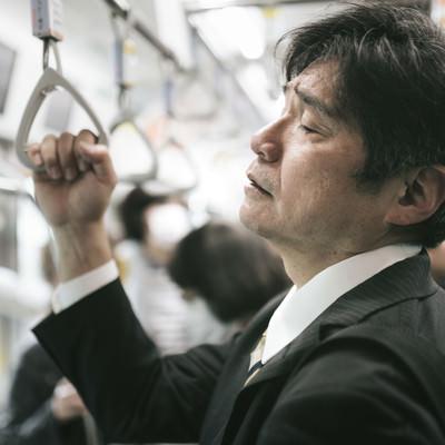 「満員電車の通勤が最も疲れる原因(中年男性)」の写真素材