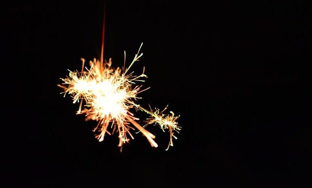 夏の終わり線香花火の写真