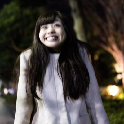 「「うっひょー!」と歓びを露わにする彼女」の写真素材