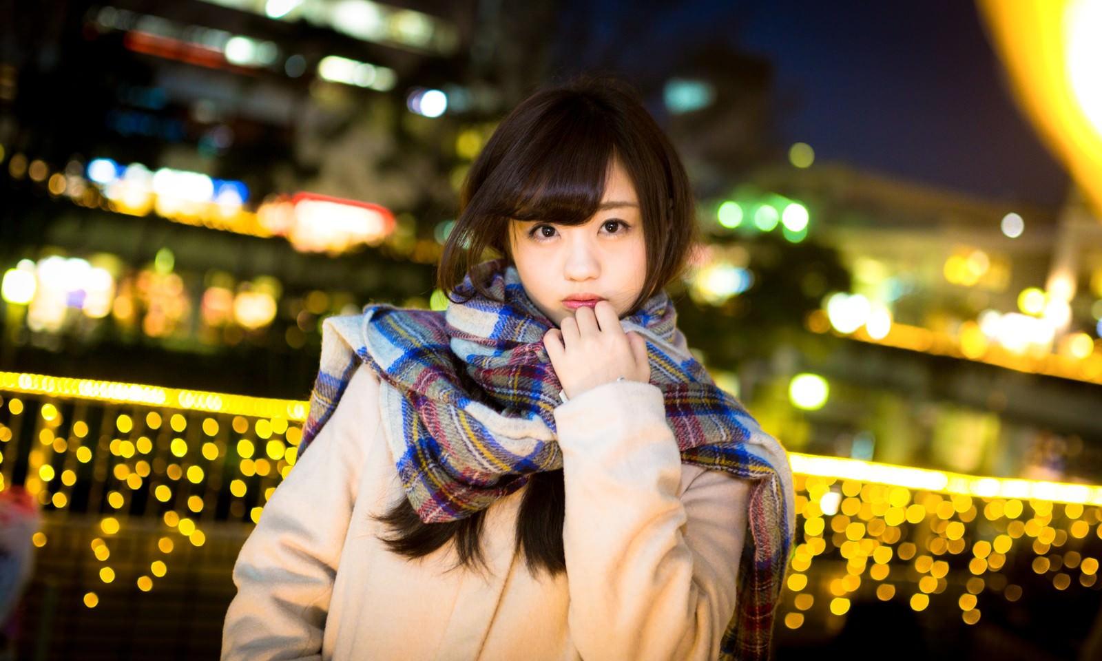 「駅前で彼女と待ち合わせ(冬)」の写真[モデル:河村友歌]