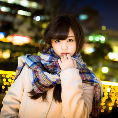 「駅前で彼女と待ち合わせ(冬)」の写真素材