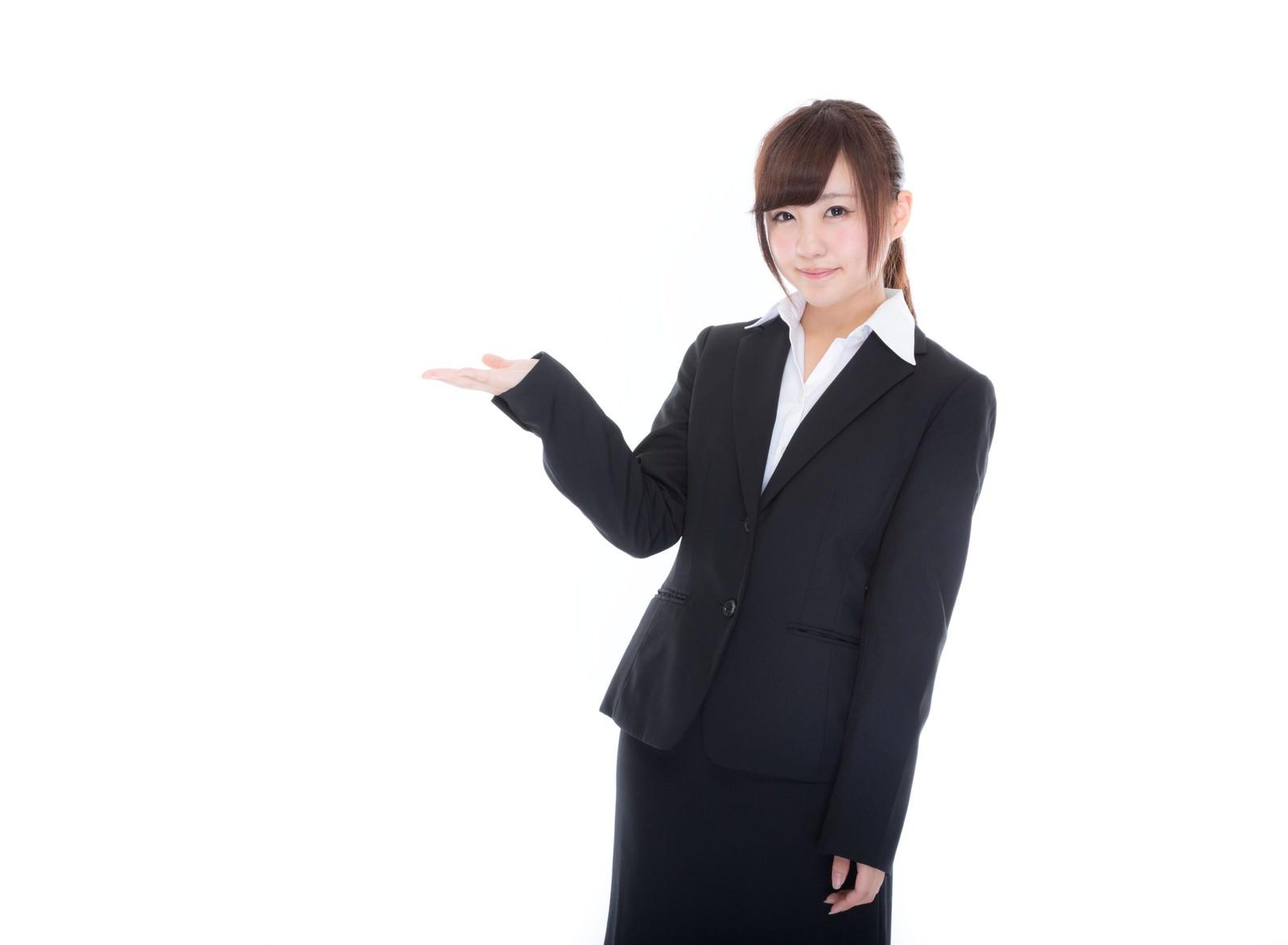 「ご案内するスーツ姿の受付け嬢ご案内するスーツ姿の受付け嬢」[モデル:河村友歌]のフリー写真素材を拡大