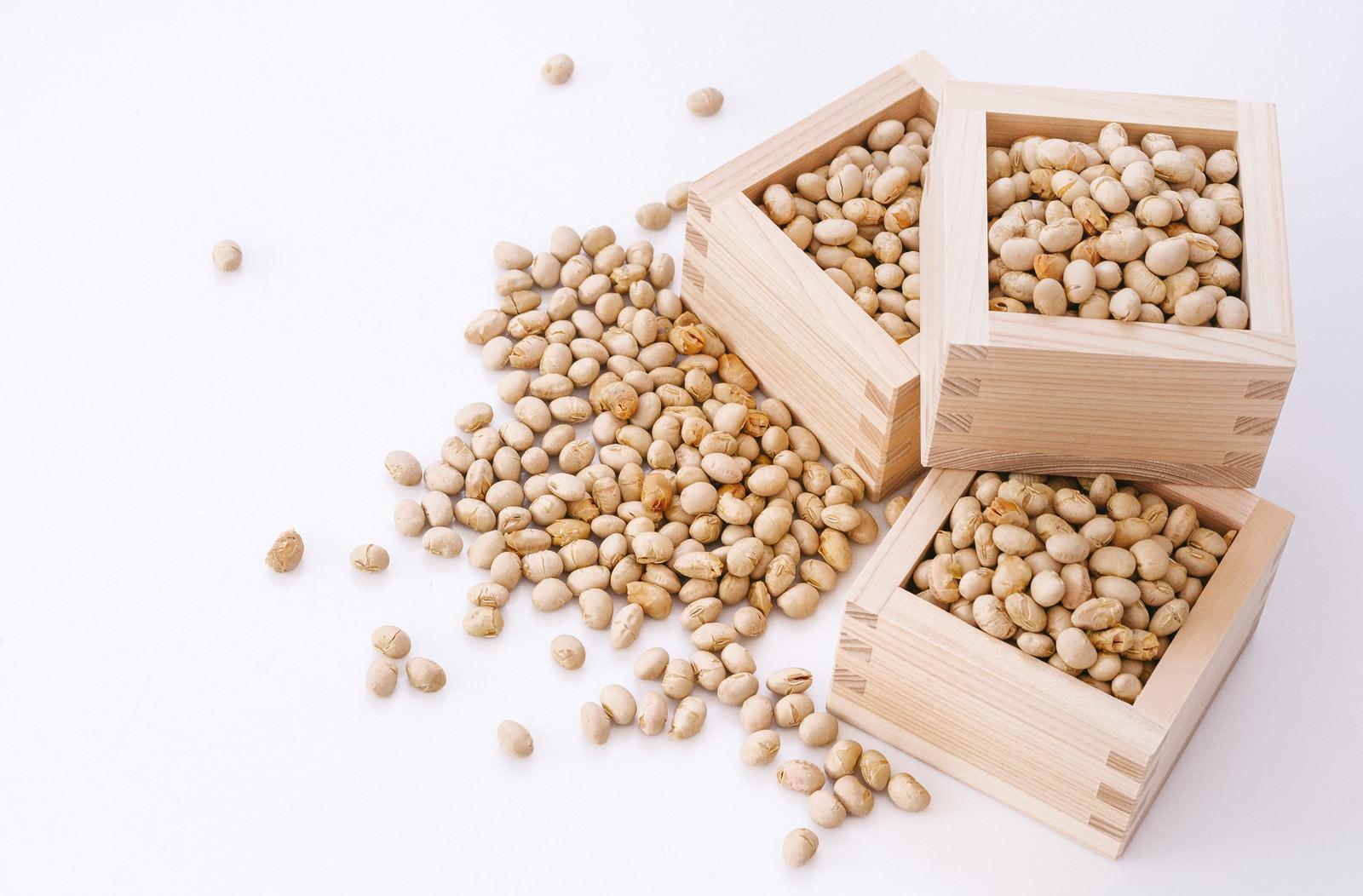 「節分の豆と枡節分の豆と枡」のフリー写真素材を拡大