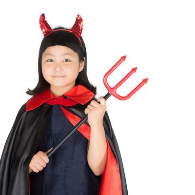 「ハロウィンの仮装が何よりの楽しみな娘」の写真素材
