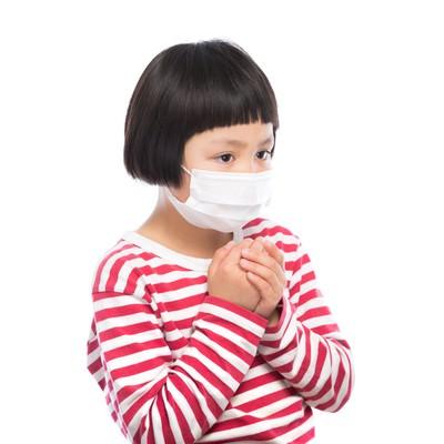 「インフルエンザの予防に余念がない小学生」の写真素材
